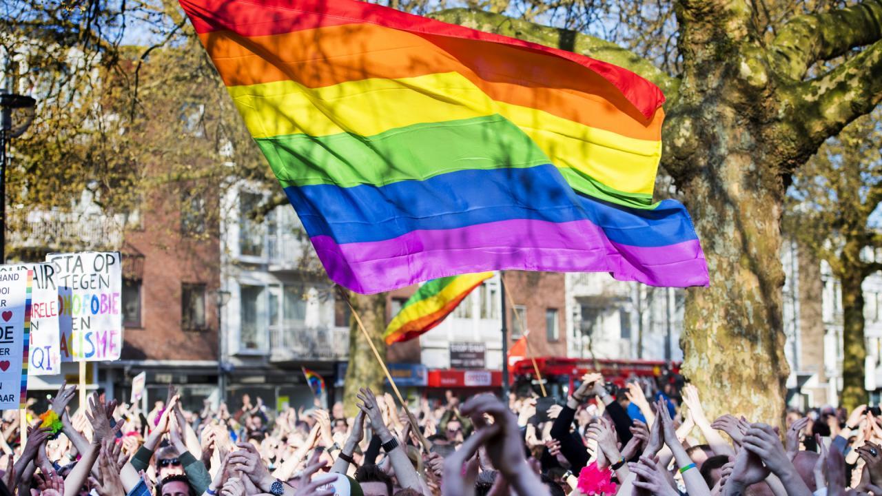 Vraag naar regenboogvlaggen flink toegenomen